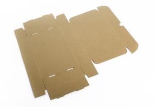 caja de envio abierta en plano en kraft_1